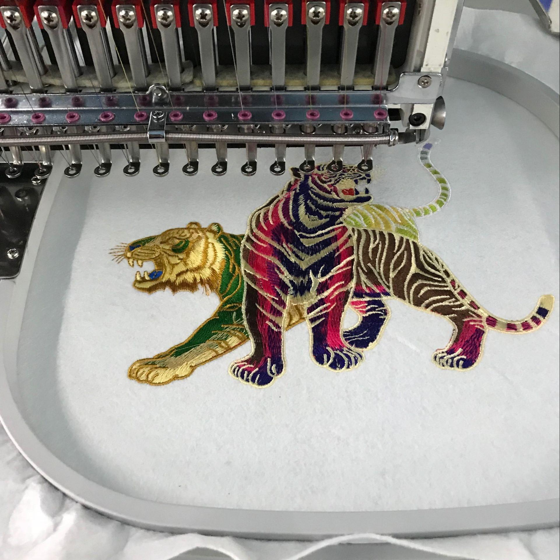 Пример работы, сделанной при помощи вышивальной машины